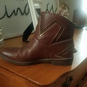 Uggs || leather || gently used ||